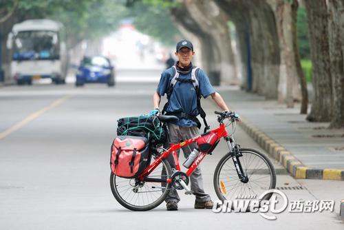 西安博士生骑自行车去深圳看女友 2600公里追爱图片